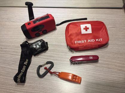 5 Peralatan Wajib Kamu Miliki Dalam Keadaan Darurat