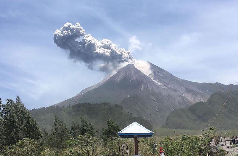 Gunung Merapi Siaga : Ribuan Warga Telah Mengungsi