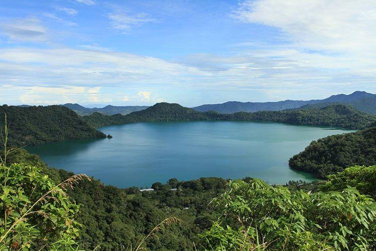 Danau Sano Nggoang : Danau Vulkanik Terdalam dan Terbesar di Indonesia