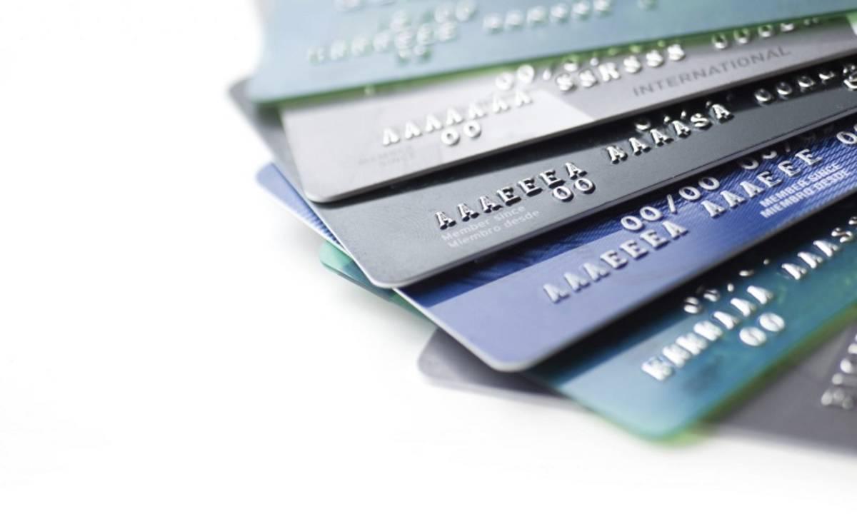 Manusia Makan 'Kartu ATM' Setiap Minggunya